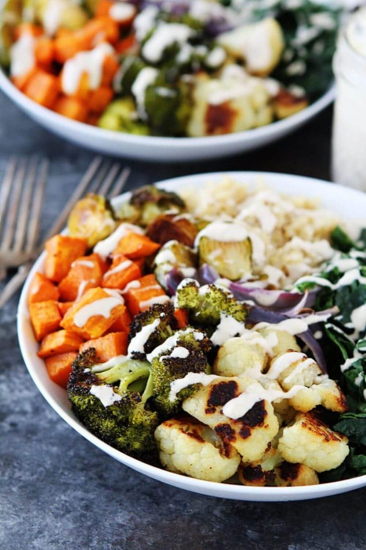 A colorful plate of the healthy roasted vegetable quinoa bowl.