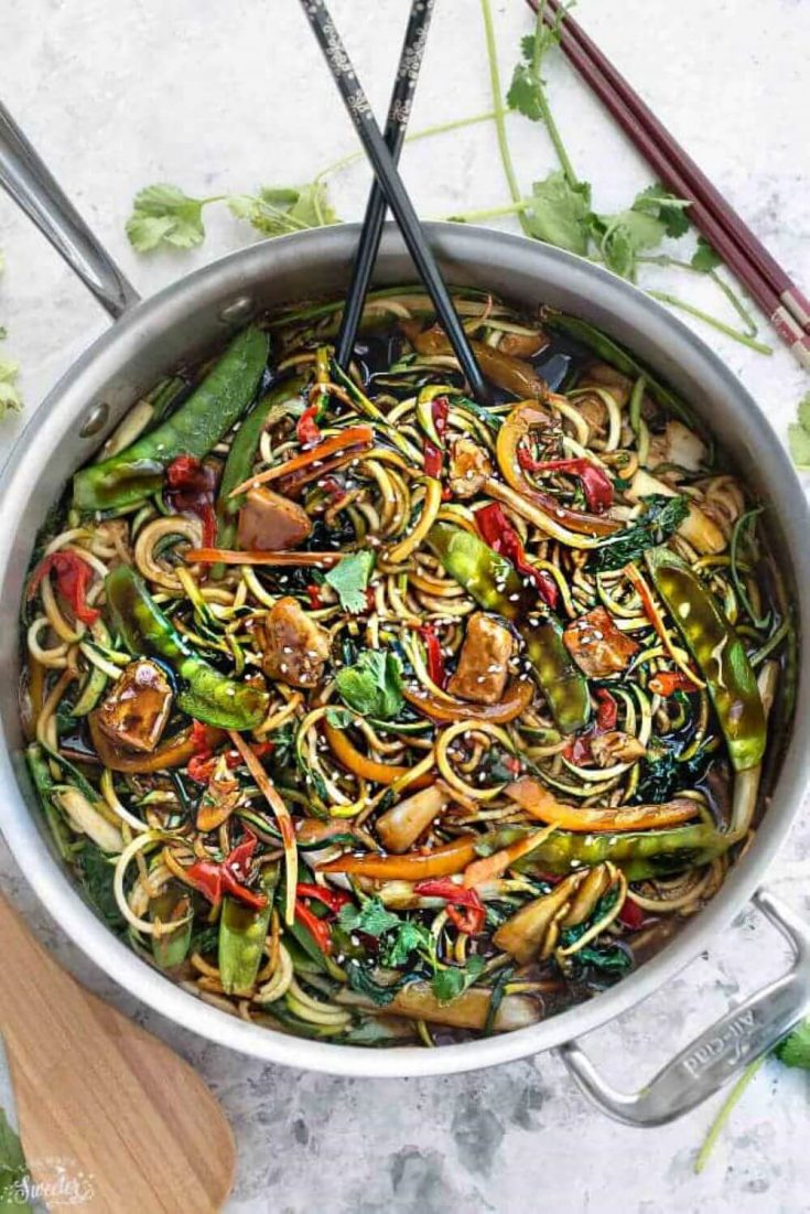 A large bowl of delicious chicken chow mein zoodles.