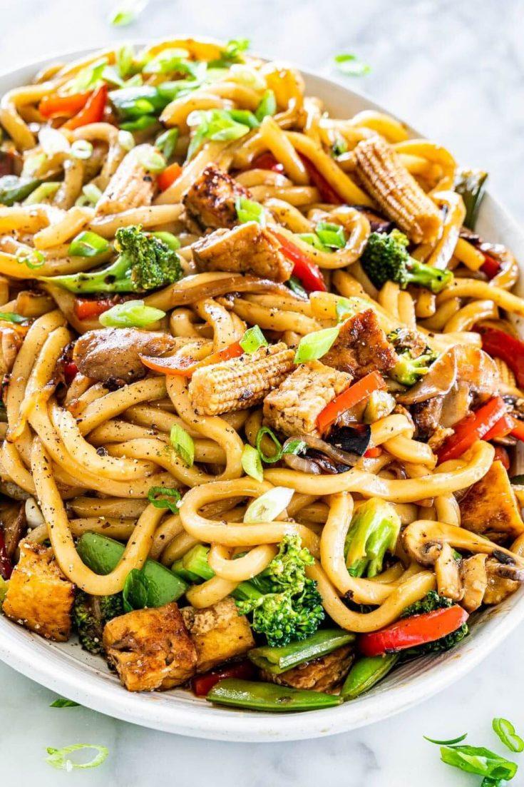 A large platter of tofu drunken noodles.