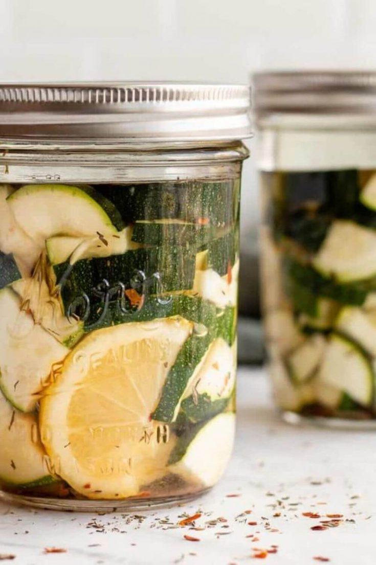 A mason jar of easy fermented zucchini.