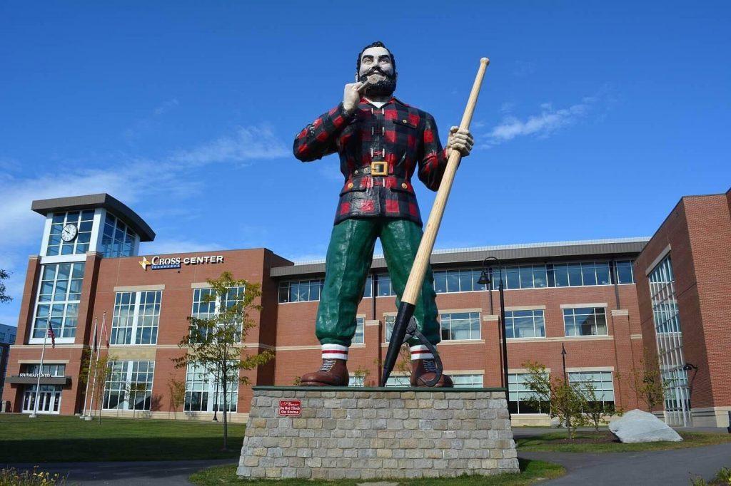 A huge statue of Paul Bunyan in Bangor, Maine.